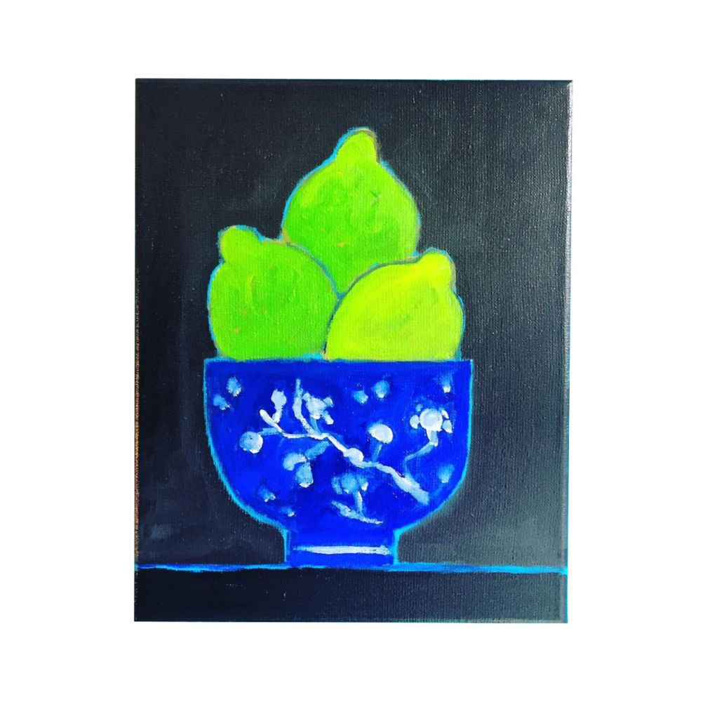 Limes in blue bowl | Mariska Meijers Amsterdam