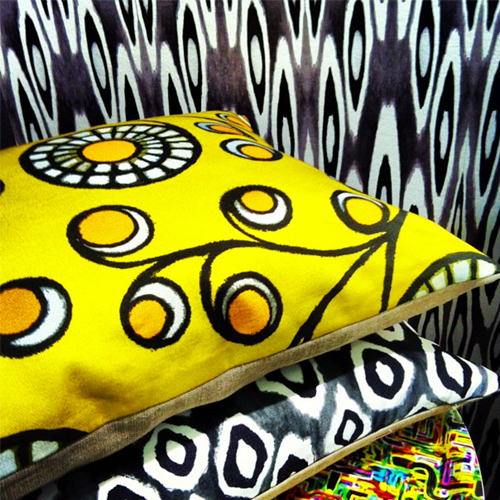 Graphic Daisy Linen Pillow